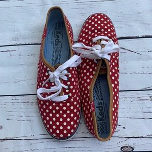 Red polka dots Keds sz.6.5 with leather detailing